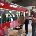 """Die Ausstellung zu den Projekttagen """"Vielen Schulen, ein Buch 2022"""" ist wieder in der Universitäts- und Stadtbibliothek!"""